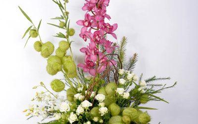 Cubeta de Orquídeas y Rosas